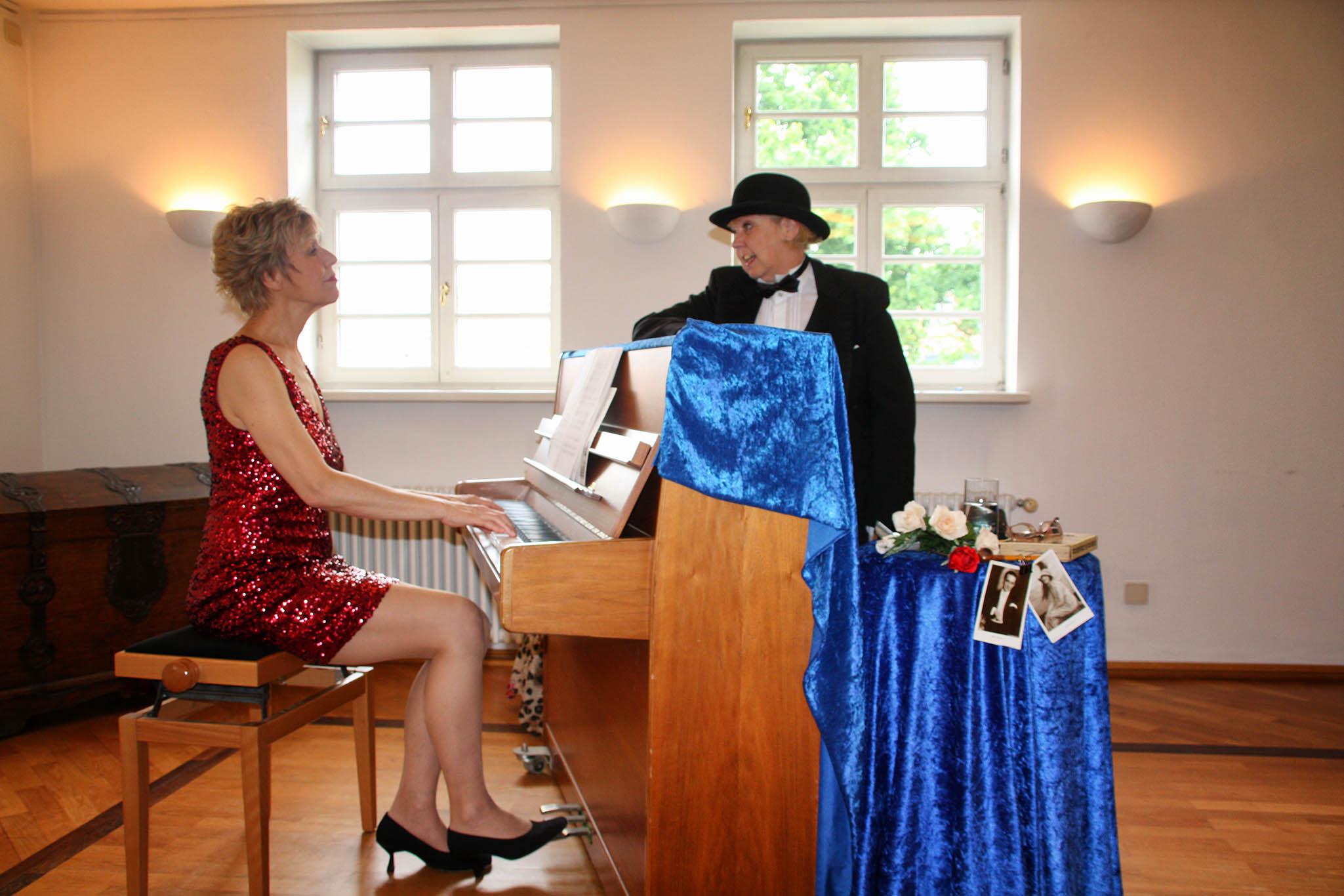 """Roswitha Goos und Stefanie Titus am Piano präsentieren: """"Das ist 'ne Rasse für sich"""""""